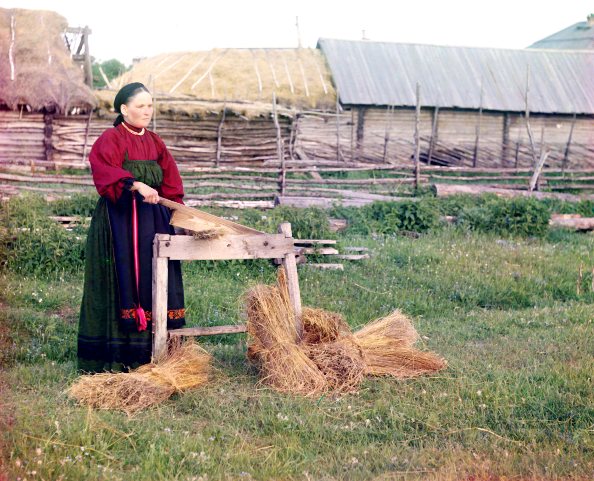 Russian_peasant_woman_breaking_flax